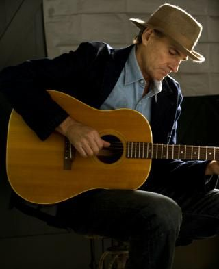 James Taylor gracing the planet and making it all look and sound so simple. Don't let him fool you...geniuses always make it look easy.