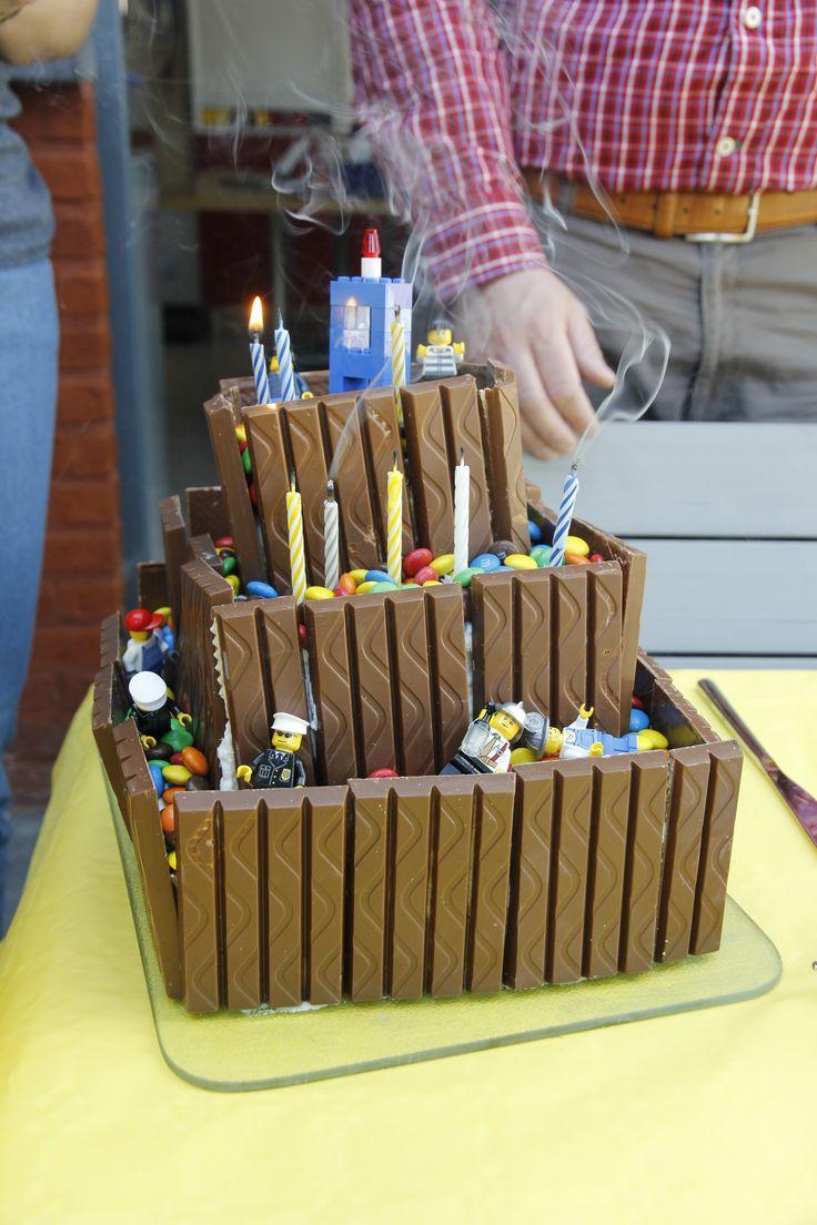 de legotaart voor Staf zijn 8ste verjaardag