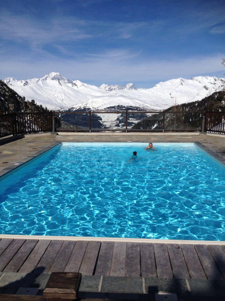 Les Arcs 1950 #savoie : dans le village on trouve des jacuzzis intérieurs et extérieurs et des piscines au bord des pistes... avec vue sur le #MontBlanc?