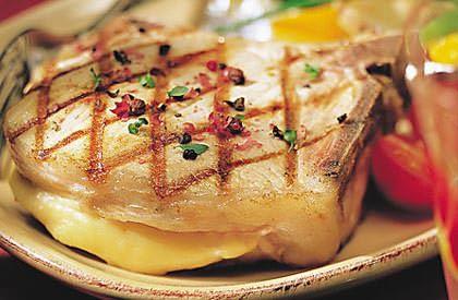 Les Côtelettes de porc au gruyère fumé, une autre façon de savourer le porc du Québec.