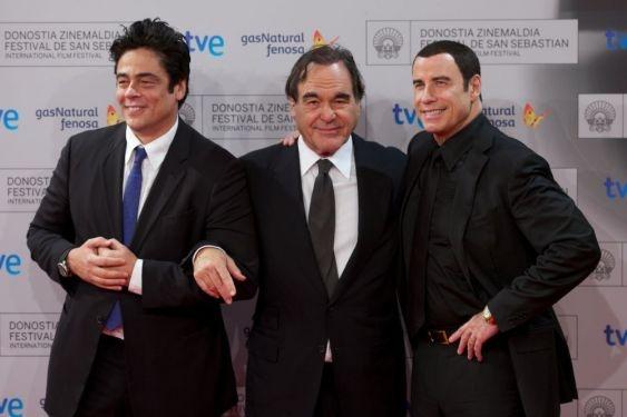 3 looks diferentes para 3 estrellas del celuloide: Jon Travolta, Oliver Stone y Benicio del Toro en el Festival de San Sebastián 2012.