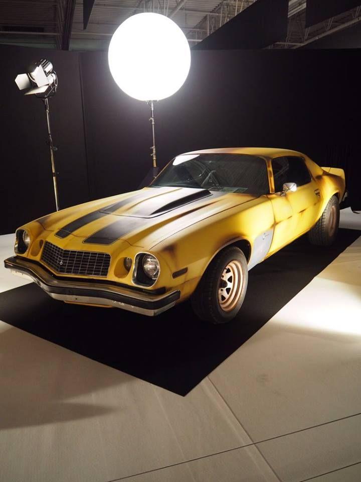 """L'exposition du Mondial de l'Automobile à ne pas manquer : """"Moteur ! L'automobile fait son cinéma"""".  Chevrolet Camaro - Transformers  RDV Hall 8 jusqu'au 16 Octobre !"""