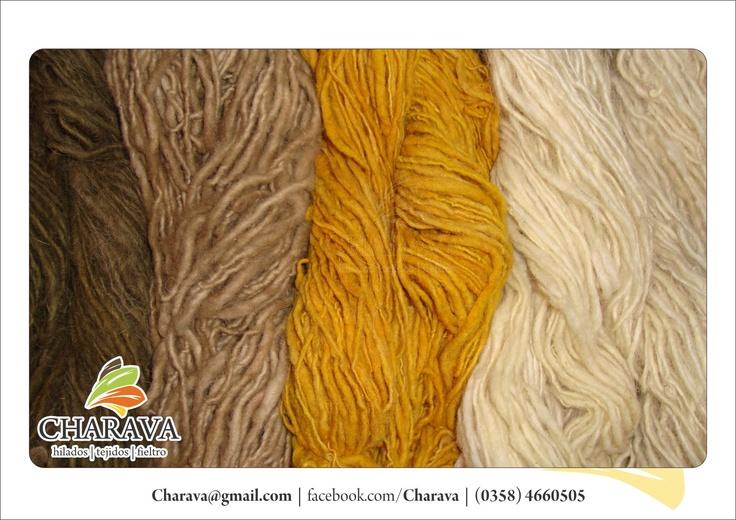 Lana de oveja teñida con tintes naturales.