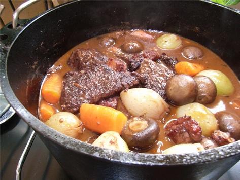 牛肉の赤ワイン蒸し煮