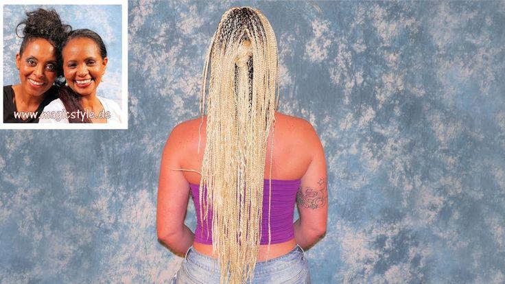 Sarah freut sich über ihre langen, blonden Rastazöpfe mit Akzent-Twists