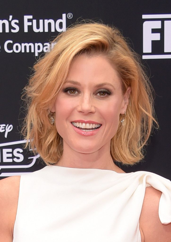 Short Hairstyles Lookbook: Julie Bowen wearing Messy Cut (9 of 17). Modern Family star Julie Bowen looked super cute with her short, tousled waves.