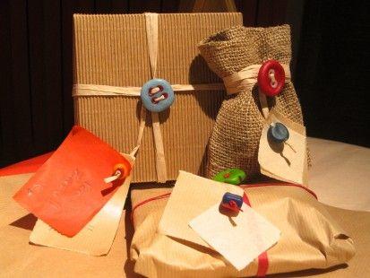 Confezioni regalo - Bottoni chiudipacco in cernit - 3 kit : Confezioni regalo di ilmondocomelovorrei su ALittleMarket http://www.alittlemarket.it/emballages-cadeaux/confezioni_regalo_bottoni_chiudipacco_in_cernit_3_kit-1966085.html