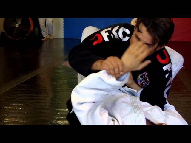 This week Master Ricardo Cavalcanti direct from Carlson Gracie Team Venice - California shows a wrist lock you can use��_