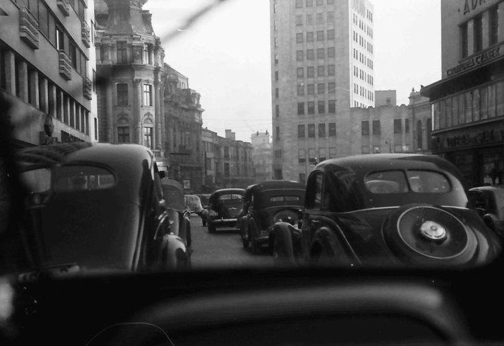 Trafic pe Calea Victoriei, 1941 foto:Willy Pragher