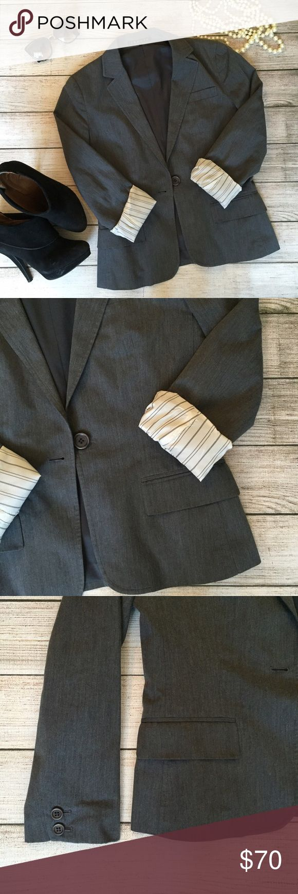 Theory Blazer Classic silhouette. One button closure. Fully lined. Cotton blend. Excellent condition. 🚫NO TRADES/NO MODELING🚫 Theory Jackets & Coats Blazers
