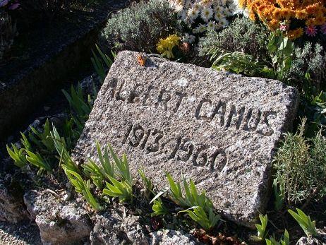 Il y a cent ans naissait Albert Camus, il repose à Lourmarin : L'anniversaire de la naissance d'Albert Camus est célébré déjà depuis des mois, des dizaines de livres sur l'auteur de l'Étranger sont publiés, ses ouvrages mis en avant par les libraires, émissions de radio et de télévision. Vendredi Aurélie Filippetti se rendra sur la tombe sur prix Nobel de littérature à Lourmarin. Jean Michel le Ray...: Famous Graves, A Mini-Saia Jeans, Spoke, Dalbert Camus, Camus 1913, 1913 1960, D Albert Camus, French Nobel, Nobel Prizes
