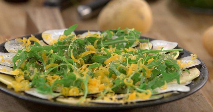 Carpaccio de radis noir et navets boule d'or aux copeaux de vieille mimolette à l'huile de noix