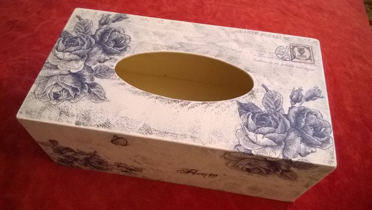 Napkins box with blue roses