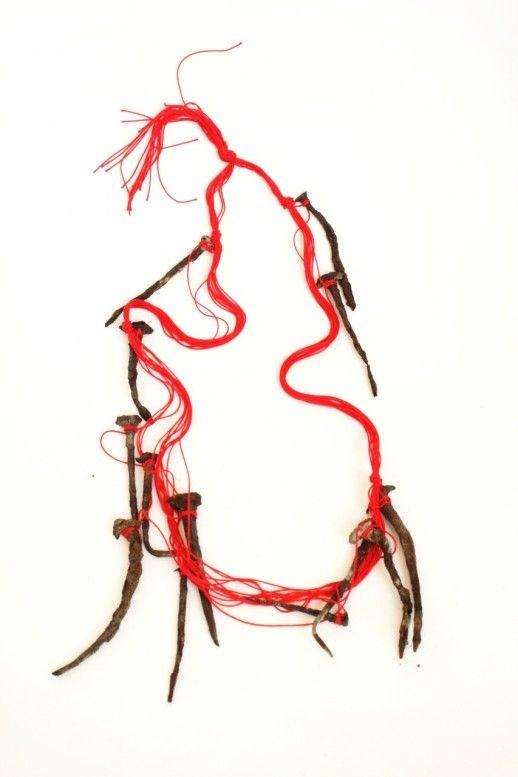 Viktoria Munzker - New inferno - Halskette, 72 cm lang -   Baumwollfaden, alte Sargnägel   2010 - (jewelry with nails) #nails #clous