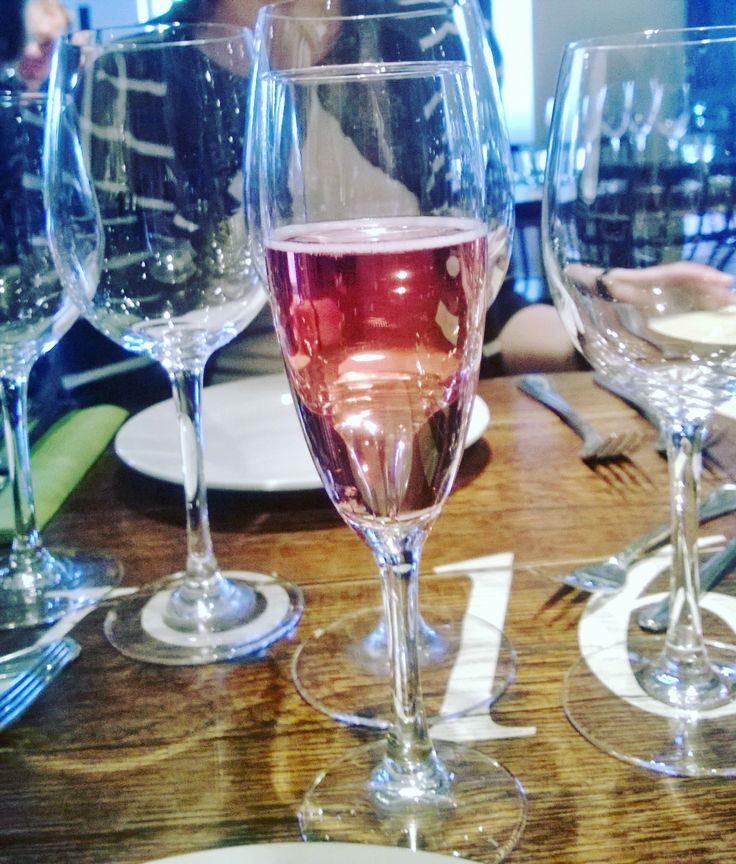 Jälkikasvun kanssa syömässä.  #good#wine #winegeek #winelover #vin #viini #wineporn #instawine #winestagram #winelover #winegasm #primewine #winetime #herkkusuu #lasissa #foodie #foodblogger
