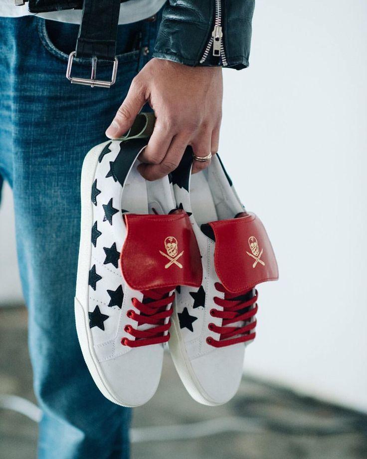 5,000 отметок «Нравится», 30 комментариев — Farfetch (@farfetch) в Instagram: «Take a peek inside last night's exclusive sneaker workshop with @theshoesurgeon in our Story before…»