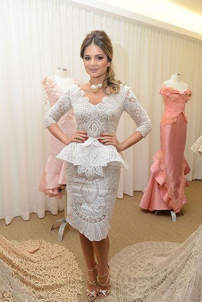 Vestido de renda renascença Martha Medeiros. Modelagem peplum. Para noivas que vão se casar no civil.