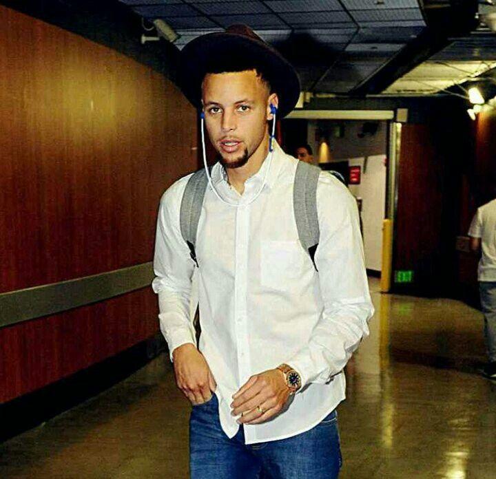 Stephen Curry He kind of looks like a cowboy