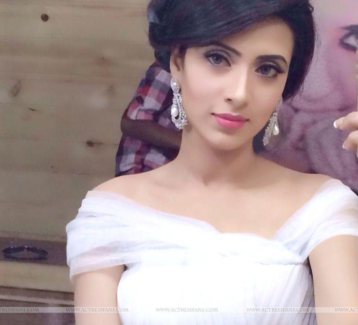 #Bangladesh Beautiful Bidya Sinha Mim...civil ceremony outfit?