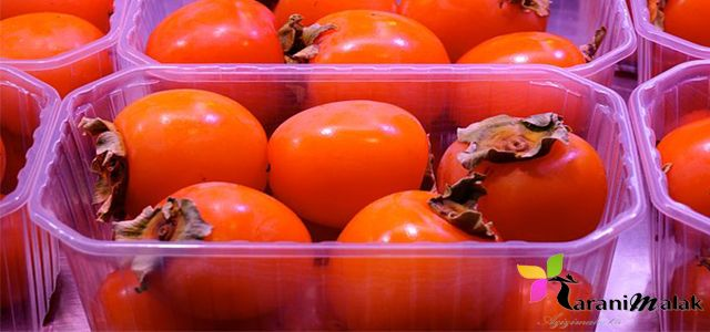 فوائد فاكهة الكاكي فاكهة الكاكي الطماطم الحلوة كما يسميها البعض عندنا في المغرب نظرا لشكلها القريب في اللون والشكل لل Persimmons Persimmon Fruit Fruit Stands