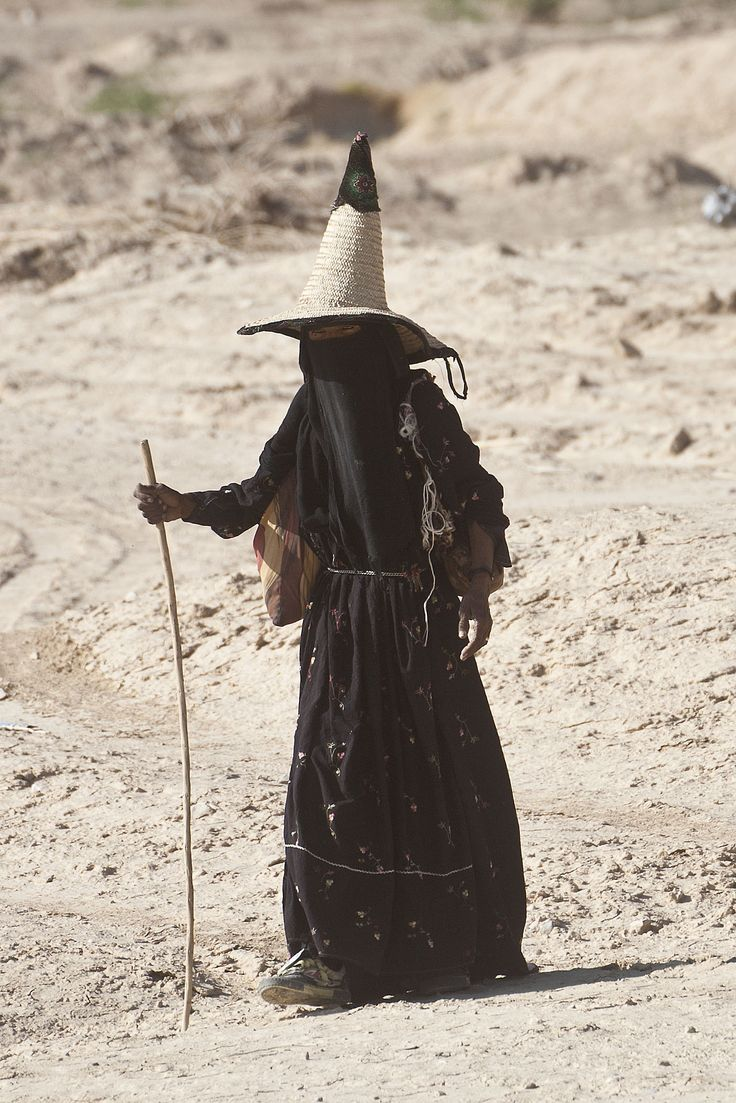 nickelcobalt:  xenophone:  Woman from the Hadhramaut region of the Republic of Yemen  out here lookin like bandora