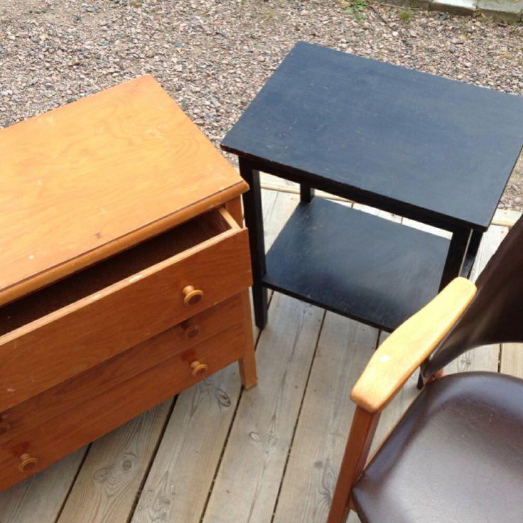 Förebild på en liten byrå och ett sängbord som jag renoverat.