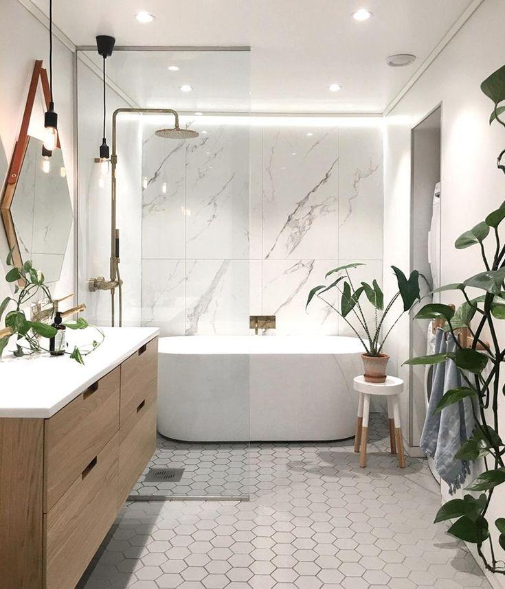 badrum med marmor och mässing   Badrumsidéer, Badrum ...