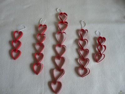 Valentin napi kreatív ötletek: Szívfűzér  http://www.hobbycenter.hu/Unnepek/valentin-napi-szivfzer.html#axzz2LcbHEtGO