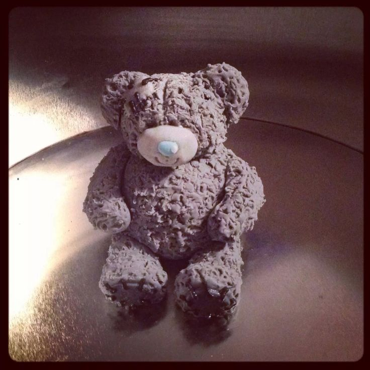 Me to You bear - Tatty Teddy cake topper made from modelling paste :)