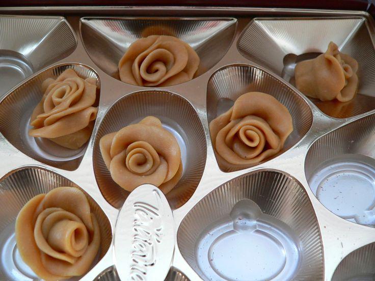 Modelovací čokoládová hmota je příjemná varinta ke klasickým marcipánovým a jiným hmotám.