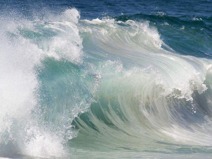 Могучие морские волны