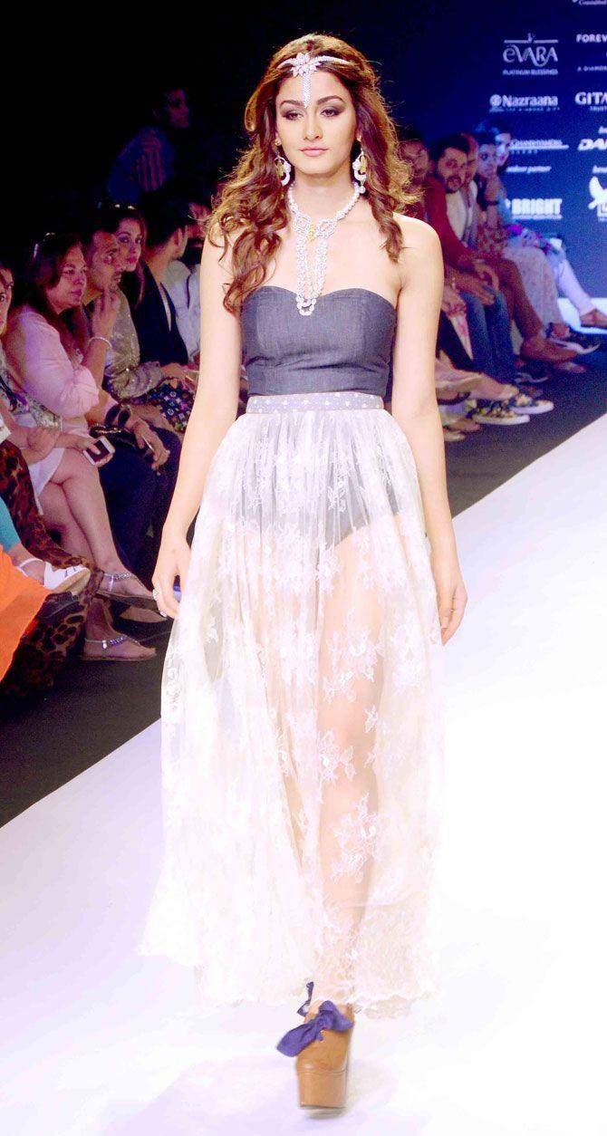 2015 Femina Miss India World Aditi Arya at the India International Jewellery Week 2015. #IIJW2015 #Fashion #Style #Beauty