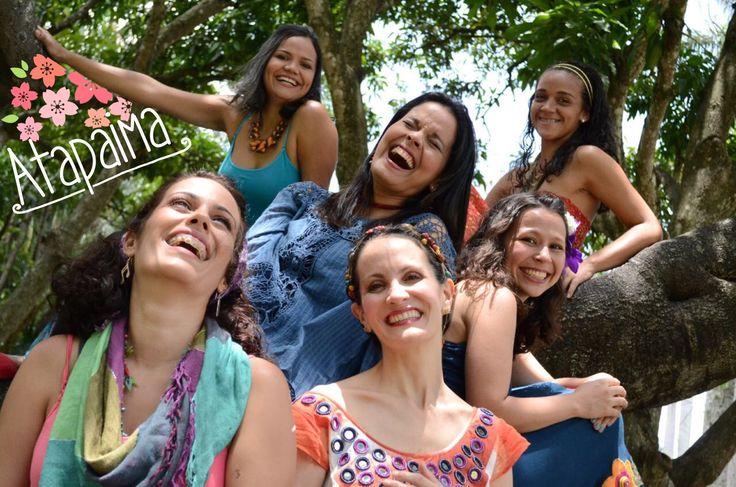 #Atapaima o Flor de la Amapola es un grupo femenino en #Venezuela que conjuga texturas vocales diversas en la polifonía. Con una marcada influencia de la música tradicional venezolana, experimenta su concepto con elementos latinoamericanos. Confirmado por Ana Isabel Dominguez, Iliana Gonçalves, Ana Cecilia Loyo, Diana Herrera, Andrea Paola Márquez, Roraima Alborboz y Cyntia Irady. Ven y descubre en este tablero nuestra propuesta florida. #VozFemenina #Música #Venezuela #NuestraAmerica