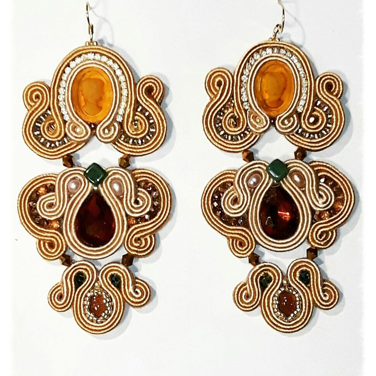 Donna Venice earrings  Arona Haryo by E.M.M.