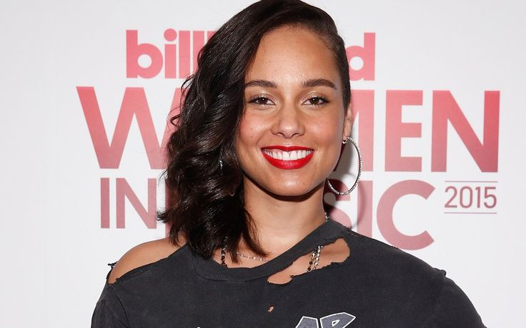 Why did Alicia Keys decide to move from mentor to judge on The Voice? —Tami H…