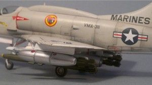 Skyhawk with napalm bomb 1:72 scale