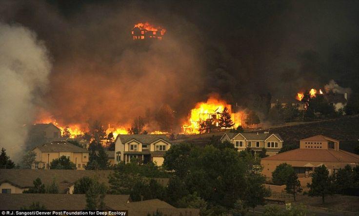 8. Una tormenta de fuego se abre camino a través del Colorado – la mayor incidencia de incendios forestales es una consecuencia del cambio climático.