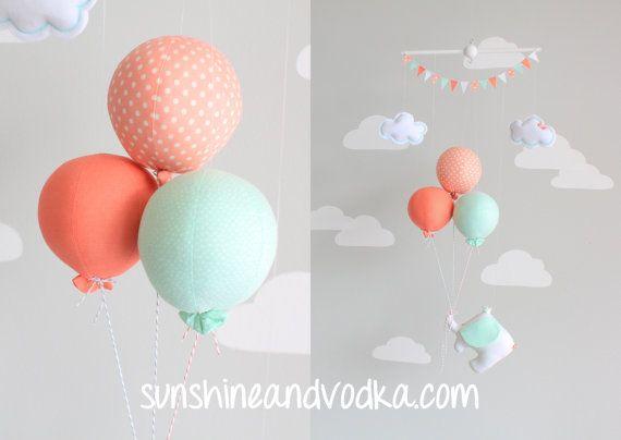 Menthe et corail, Mobile bébé, éléphant et ballon Mobile, thème du voyage, pépinière Decor, cirque Mobile, i90