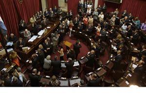 La Ley de la Verguenza /El kirchnerismo logró aprobar la polémica ley que limita la responsabilidad civil del Estado - lanacion.com