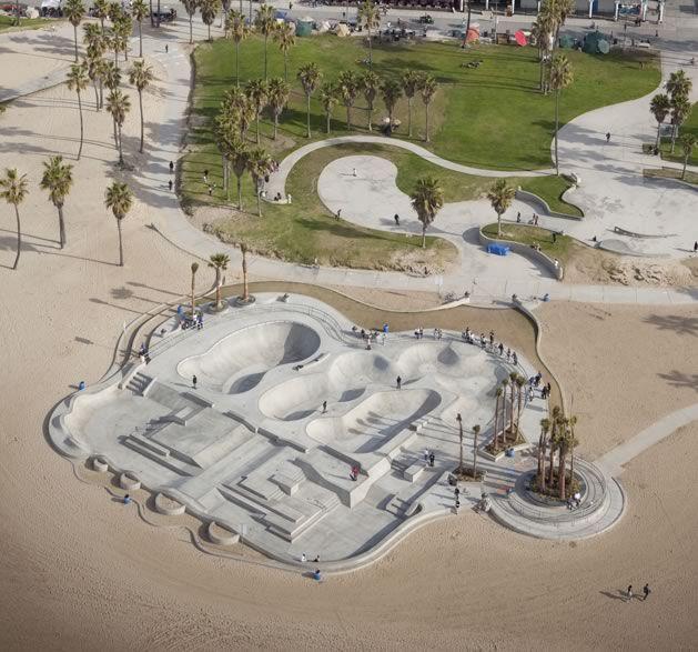 Venice Skatepark, Los Angeles - California this looks so cool