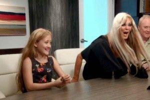 Sarah Burge, también conocida como una Barbie Humana, pensó que dar siete mil dólares en vales para su hija era un buen regalo de cumpleaños. Sarah Burge, una ex conejita de Playboy, pensó que regalar vales por siete mil dólares para cirugías plásticas era un buen regalo de cumpleaños para su pequeña hija. La niña […]