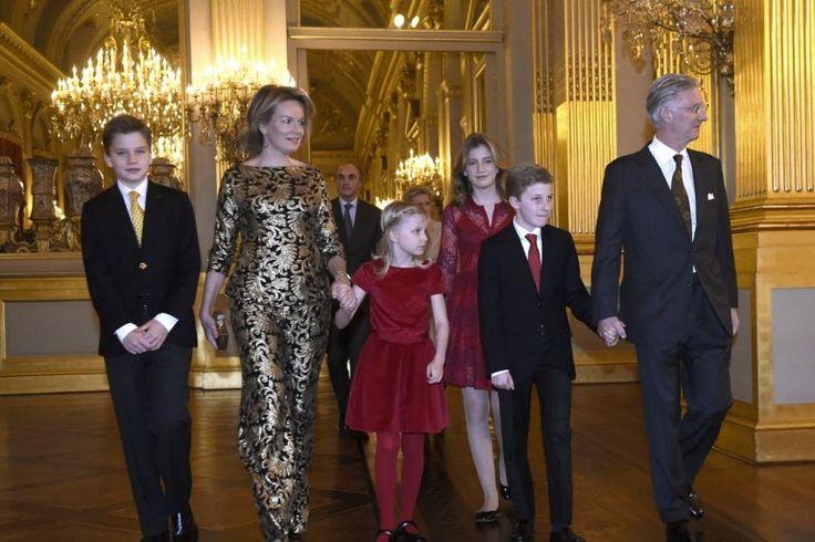 Koningin Mathilde straalt in opvallende gouden outfit - Het Nieuwsblad: http://www.nieuwsblad.be/cnt/dmf20161222_02640194