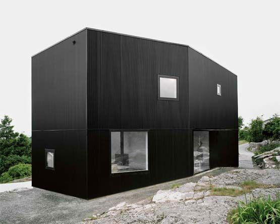 Black metal facade metal facade pinterest metal for Minimalist house facade