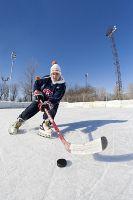 Canada, province de Québec, Montréal, la passion du hockey sur glace, jeune hockeyeur à l'entraînement sur une patinoire publique en plein air de la ville