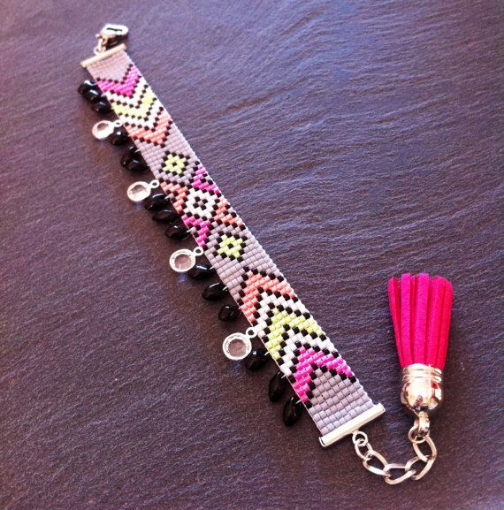 geometric neon bead loom Cuff Bracelet with charms par TDFTheDreamFactory, €22.00