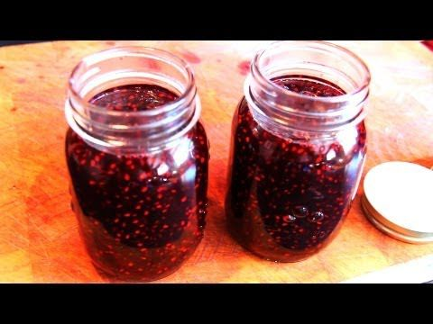 How to Make Easy Blackberry Jam Recipe Instructions In a small pan cook blackberries, sugar, and lemon juice on high heat for 5 minutes and reduce to medium heat and cook an additional 15 minutes. Skim the foam off and store in a heat-proof container. The jam will thicken as it cools.
