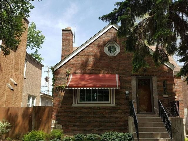 Lovely home in Beverly. Close to schools, shopping, public transportation.  Related living. This home has original hardwood floors, fireplace, separate back entrance for related living. 3 car garage. Home needs some TLC.  Come check this wonderful home out.