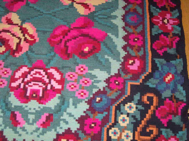 Les 25 meilleures id es de la cat gorie tapis turquoise for Salon marron et bleu turquoise