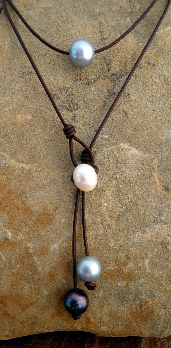 Cordão com pérolas. #perolas #beadshopbr http://www.beadshop.com.br?utm_source=pinterest&utm_medium=pint&partner=pin13 leather and pearl necklace