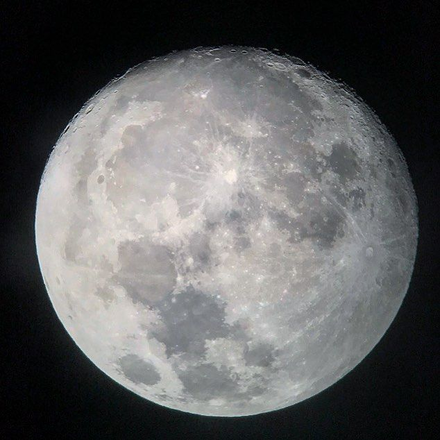 السنة القمرية هي دوران القمر حول الارض وينشأ من دورته سنة قمرية والسنة الشمسية تنشأ عند دوران الأرض دوره كاملة ح Instagram Posts Instagram Celestial Bodies